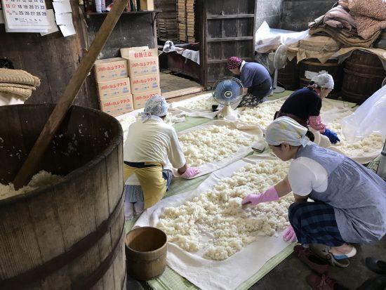 米蒸し風景